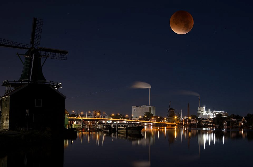 Bloodmoon | Roelof Foppen Photography