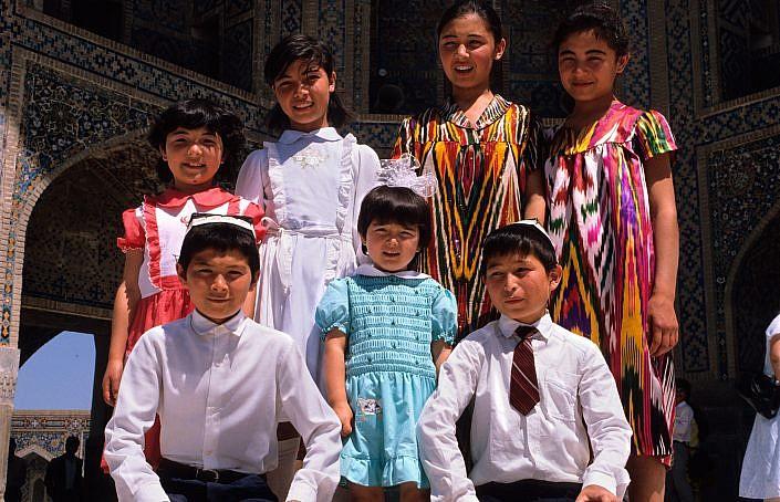 Samarkand kids | Roelof Foppen Travelphotography